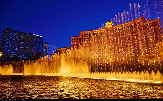 Beautiful view of a water fountain in the famous US city Las Vegas .